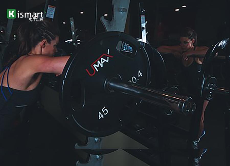 健身房会员锻炼过程