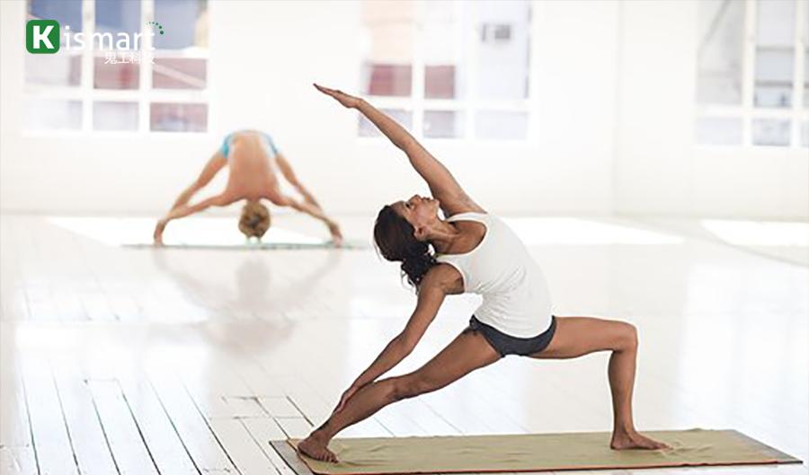 会员上瑜伽课锻炼过程